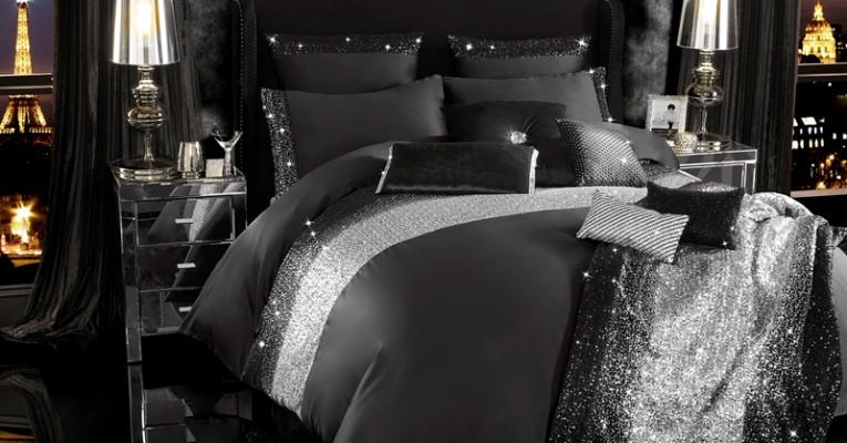 The Full Mezzano Bedding Set with The Mezzano Bedthrow
