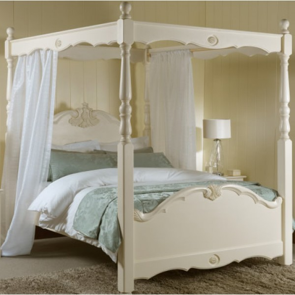Four Poster Bed - Voile's in Pacific Creased Effect